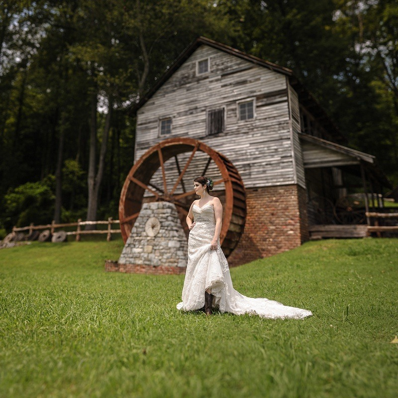 Bridal portrait Museum of Appalachia